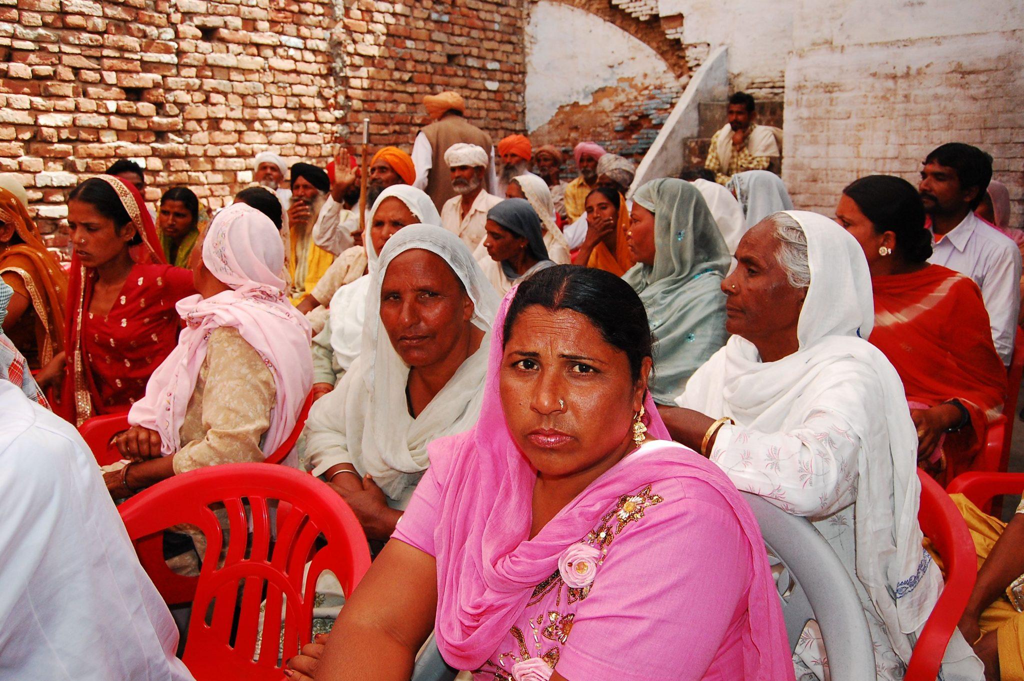 Dorfversammlung im Rahmen des Dalit-Empowerment-Programms der Diözese Amritsar, Kirche von Nordindien